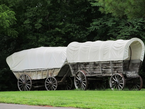 covered-wagons-1438808_1280