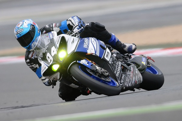 motorcycle-racer-597913_1280